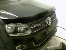 """Дефлектор капота черный """"SIM"""" на Volkswagen Amarok"""