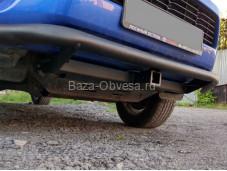 Защита переднего бампера с американским квадратом на Toyota Hilux с 2015г. выпуска
