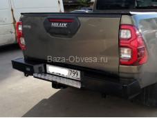 Бампер задний усиленный DDR с квадратом под фаркоп на Toyota Hilux от 2015 года выпуска