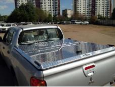 """Алюминиевая крышка кузова """"DiamondBack Truck Covers"""" на Toyota Hilux с 2015г. выпуска"""