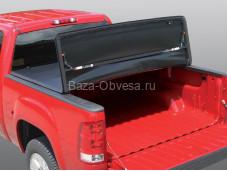 """Трехсекционная виниловая крышка """"Ruggedliner"""" на Volkswagen Amarok"""