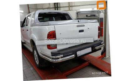 Защита заднего бампера уголки D76-42 на Toyota Hilux до 2015г. выпуска